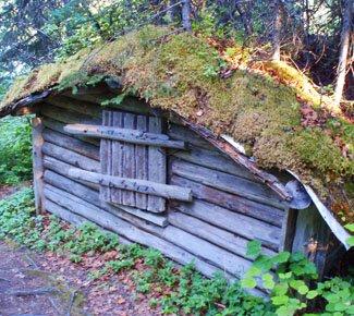 Old homesteader cabin at Byers Lake