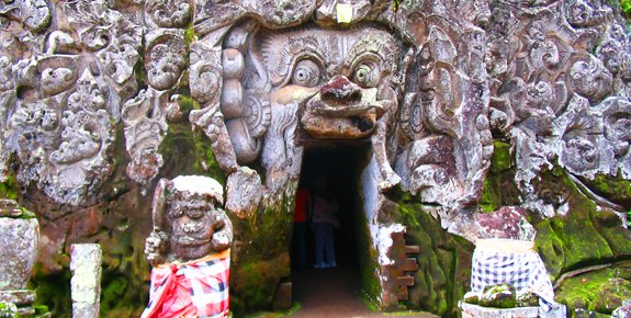 Bicycle tour stop at Goa Gajah Cave